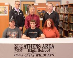 Winters signs to wrestle at RIT